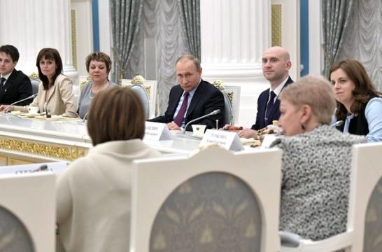 prezident-rossii-provel-vstrechu-s-uchitelyami-vypusknyh-klassov