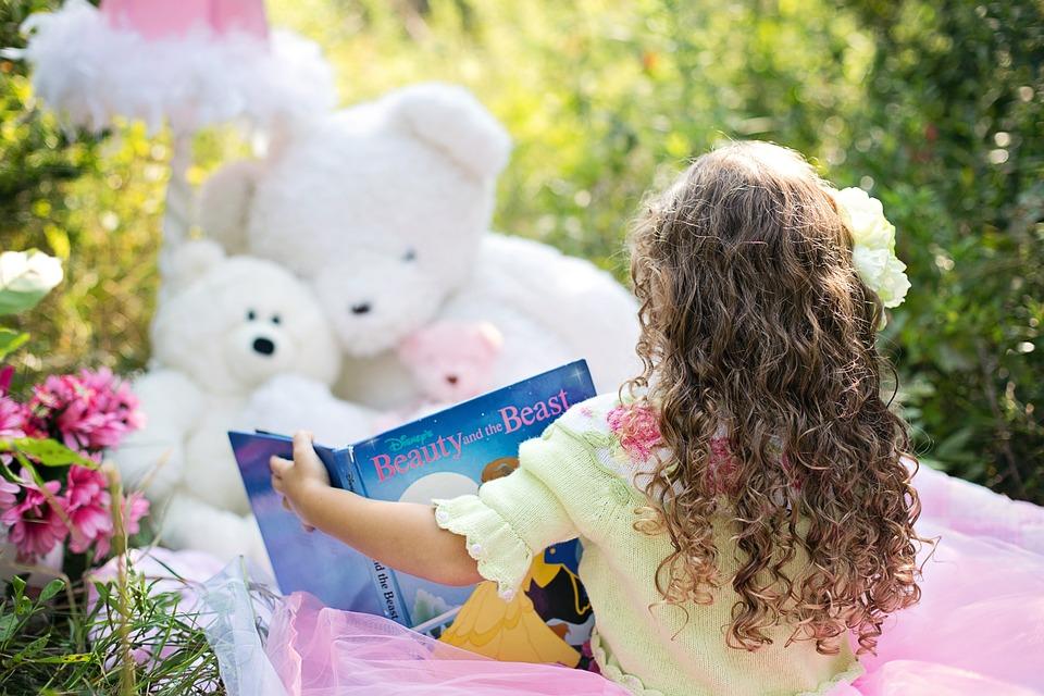 «Книги — корабли мысли, странствующие по волнам времени и бережно несущие свой драгоценный груз от поколения к поколению…»