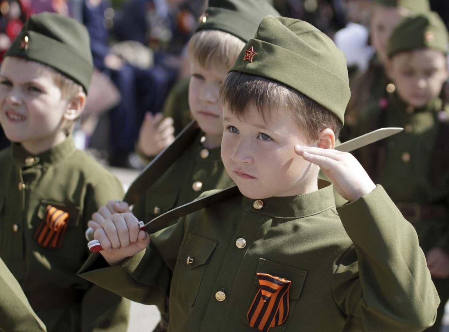 stsenarij-prazdnika-k-23-fevralya-budem-v-armii-sluzhit-i-otchiznoj-dorozhit