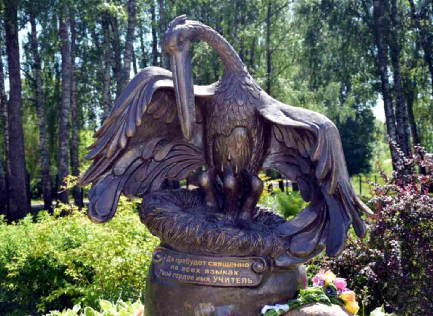 v-smolenskoj-oblasti-otkryli-pamyatnik-uchitelyu