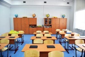 shkolniki-pomogli-uchitelyu-kotoryj-dva-mesyatsa-zhil-v-shkole