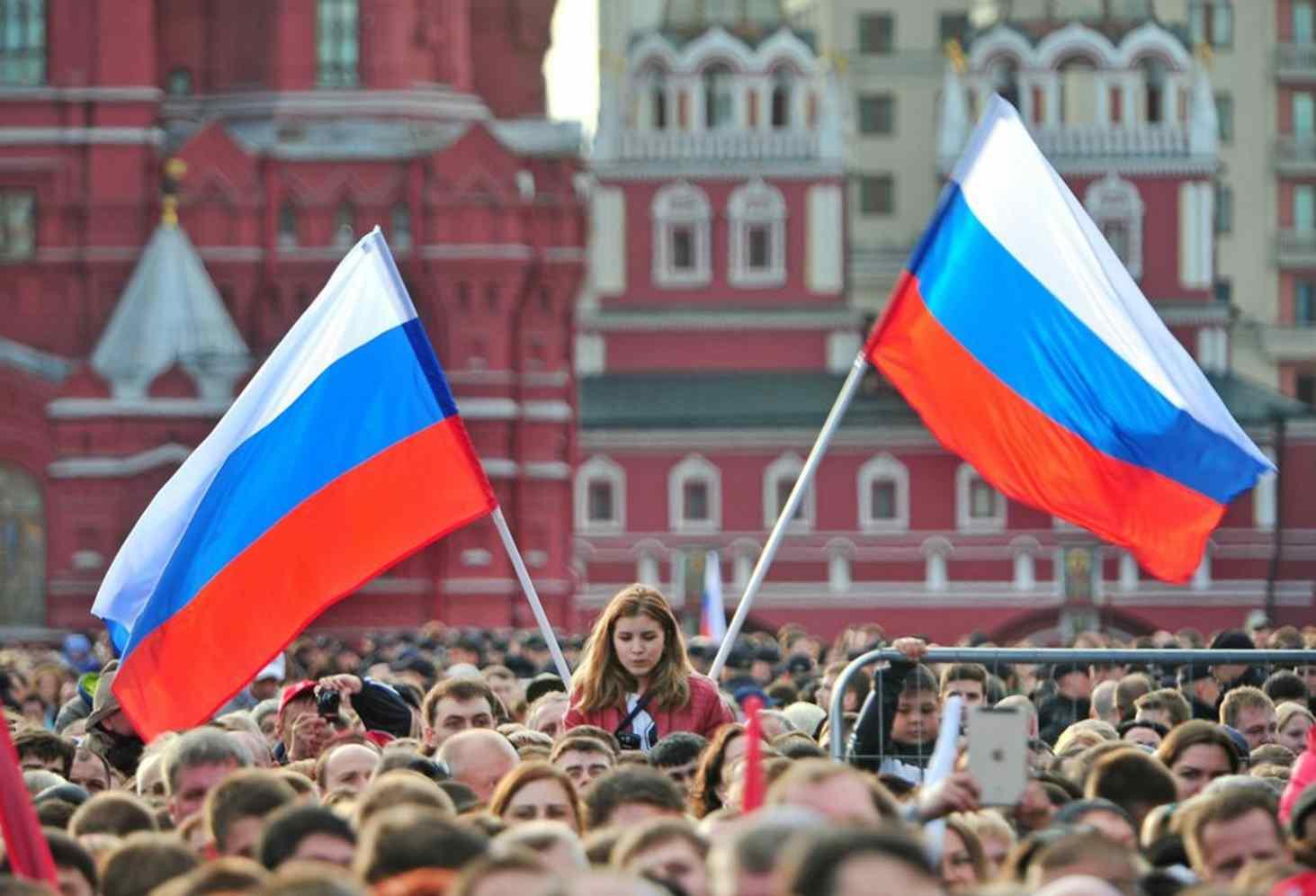 opros-patriotami-sebya-schitayut-92-rossiyan