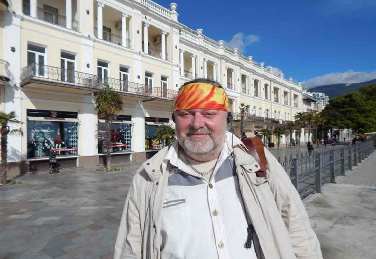 pedagog-eto-teper-obsluzhivayushhij-personal-izvestnyj-krymskij-uchitel-ushel-iz-shkoly-posle-35-let-raboty