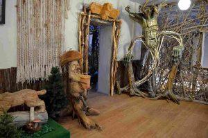 shkolnyj-muzej-skulptur-iz-kornej-derevev
