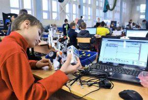 minprosveshheniya-poprosili-izmenit-shkolnye-programmy-po-fizike-i-informatike