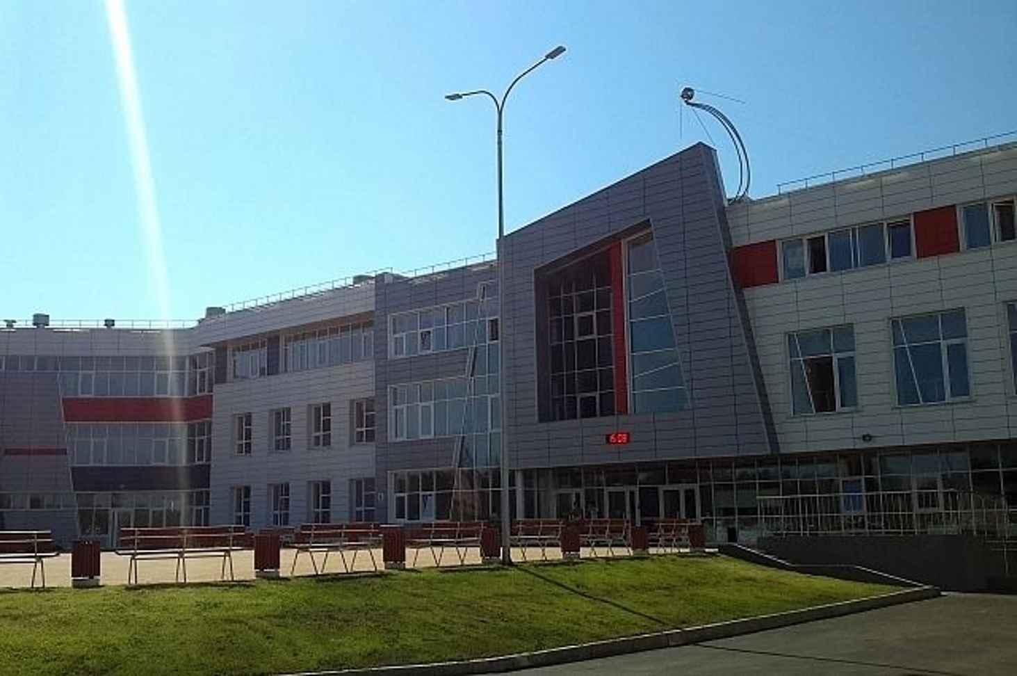 shkola-pod-irkutskom-za-1-milliard-rublej-ne-vyderzhala-livnya