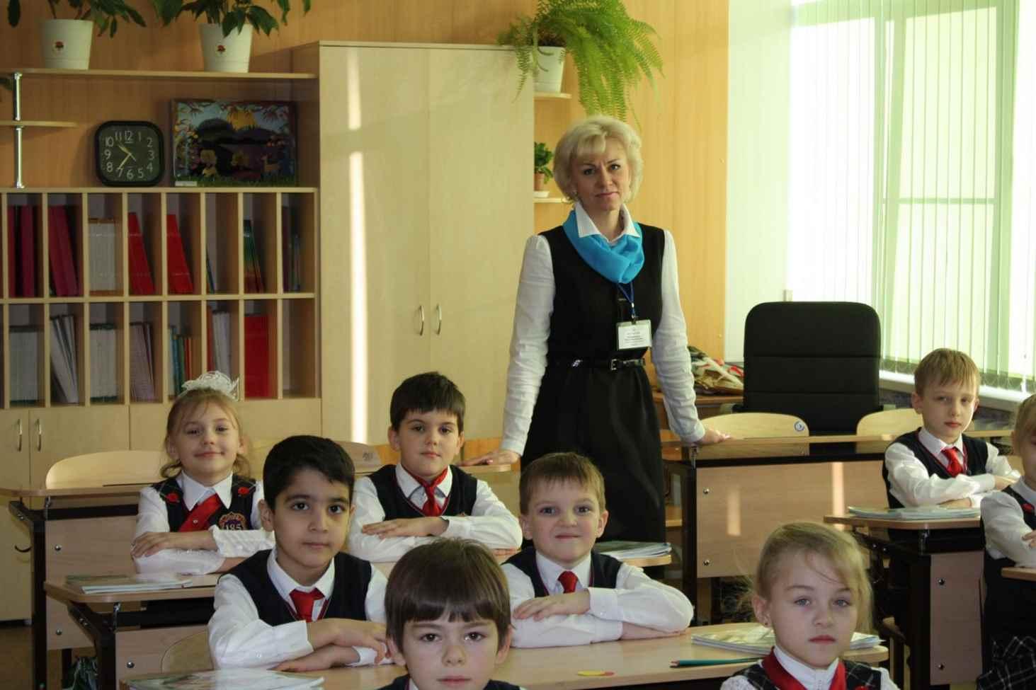 vtsiom-65-rossiyan-vystupayut-za-vvedenie-dress-koda-dlya-uchitelej
