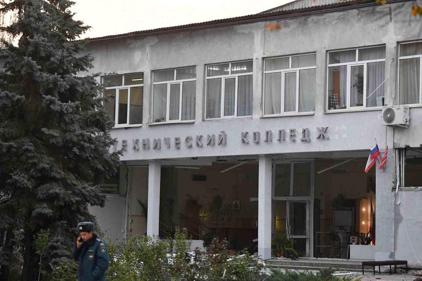 uchitel-pytalsya-ostanovit-strelka-v-kerchi-no-byl-ubit