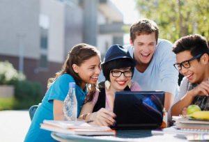 vysshaya-shkola-ekonomiki-zamenit-lektsii-onlajn-kursami