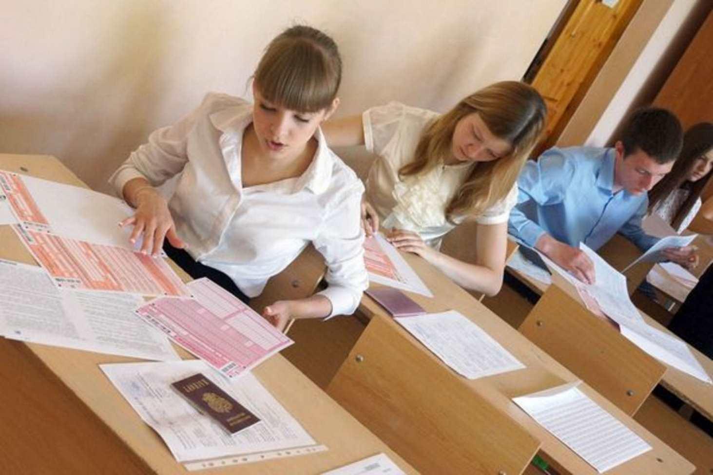 minprosveshheniya-prizvalo-shkolnikov-ne-lezt-na-barrikady-radi-otmeny-ege