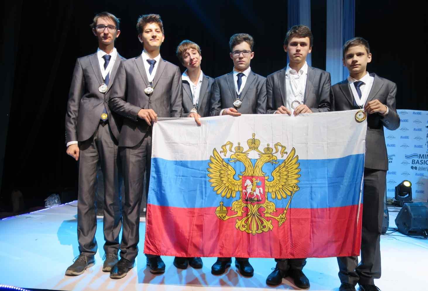 moskovskie-shkolniki-ustanovili-rekord-po-zolotym-medalyam-na-mezhdunarodnyh-olimpiadah