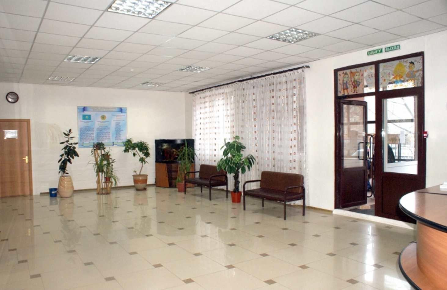 v-murmanskoj-shkole-roditelyam-zapretili-hodit-bez-soprovozhdeniya