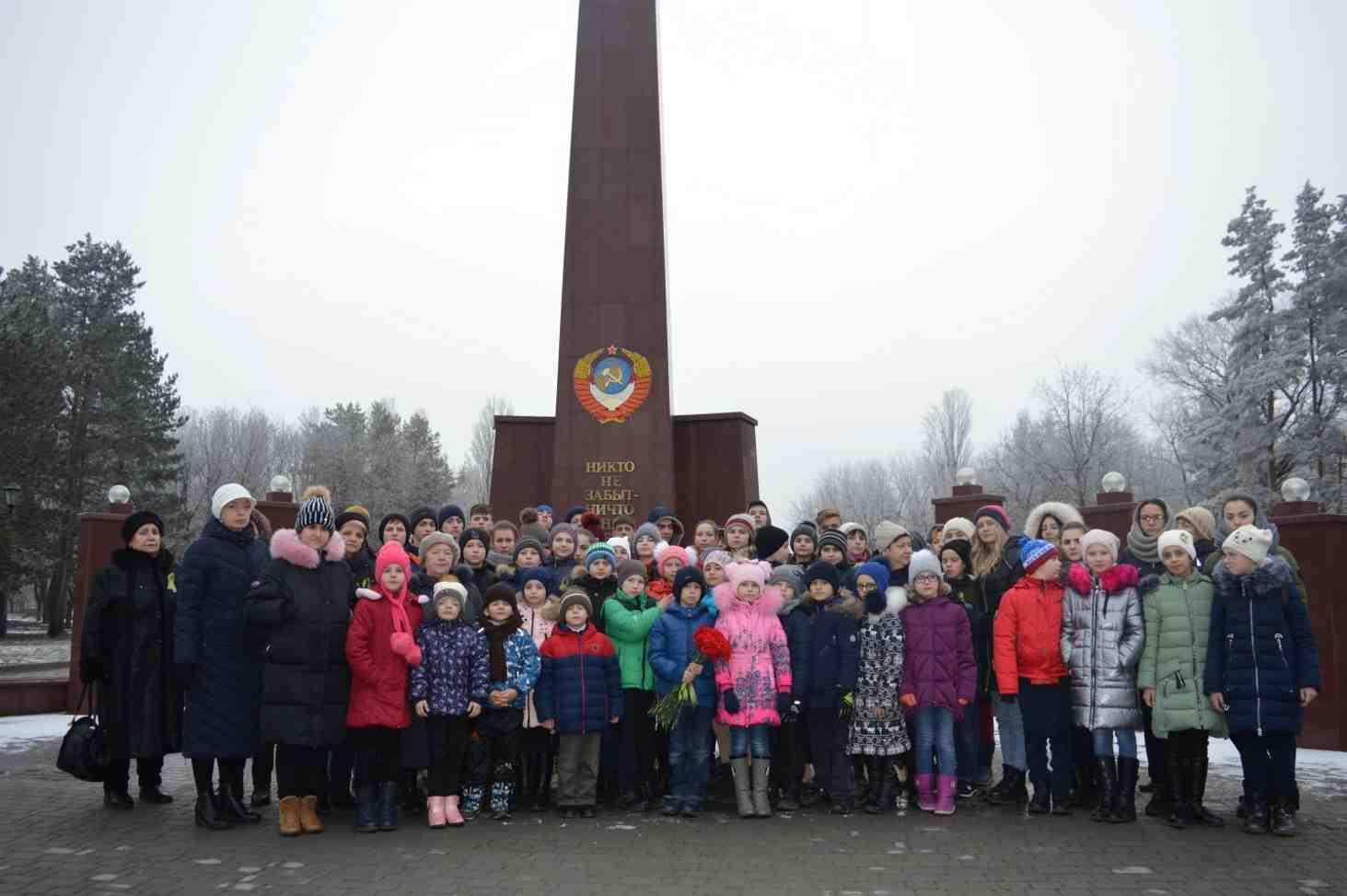 aktsiya-lentochka-leningradskoj-pobedy-v-chest-75-letiya-snyatiya-blokady-leningrada