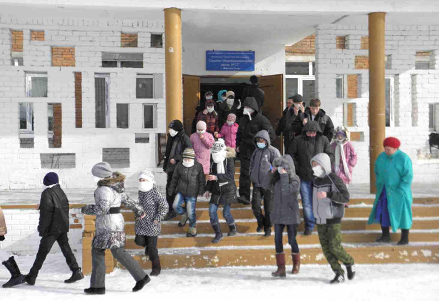 v-rossii-massovo-evakuirovali-shkoly-iz-za-zvonkov-o-bombah