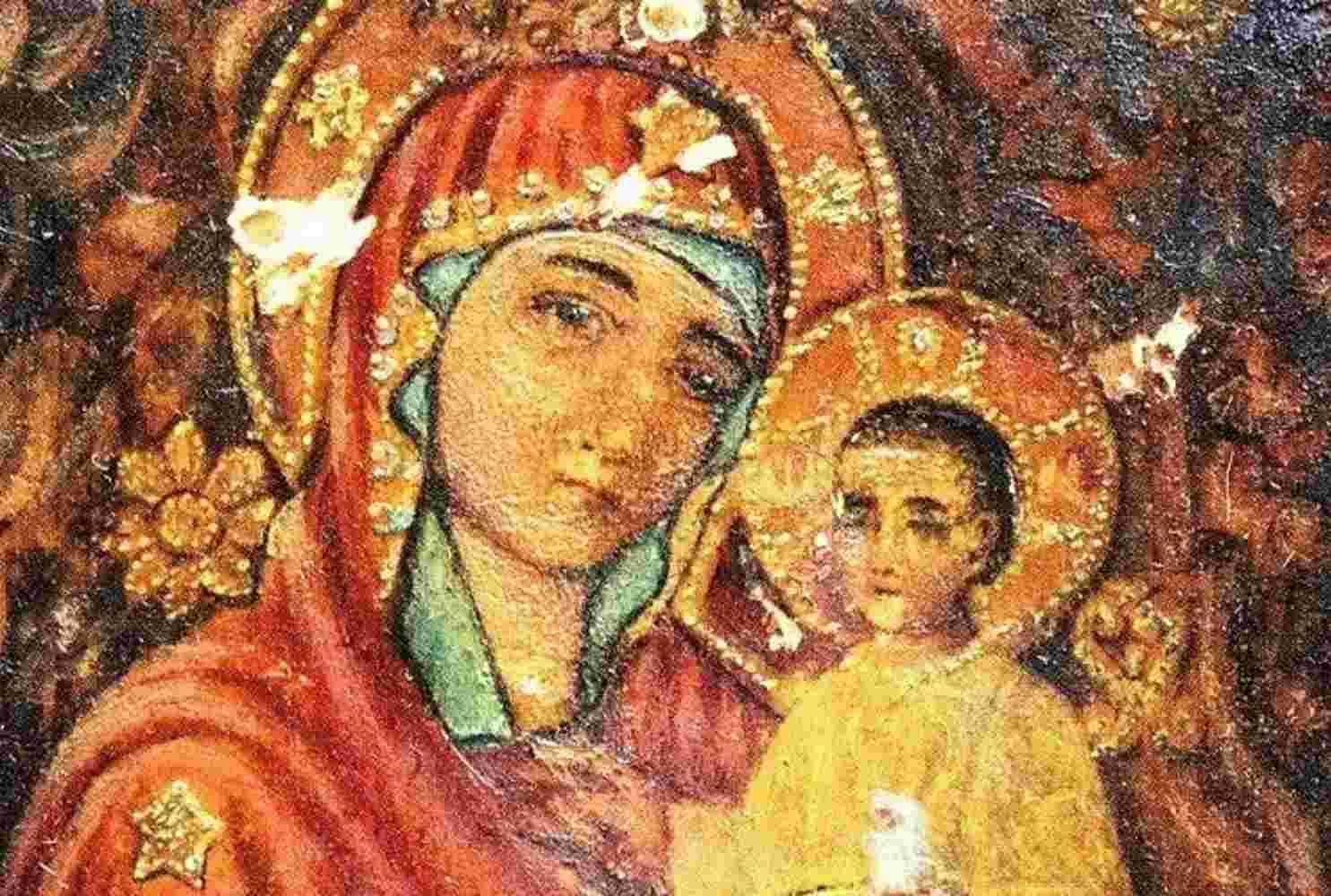 v-saratovskuyu-shkolu-hoteli-privezti-ikonu-bozhej-materi-dlya-pokloneniya-razgorelsya-skandal