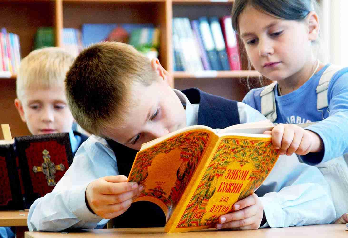 v-shkolah-rossii-budut-prepodavat-osnovy-duhovno-nravstvennoj-kultury-s-5-po-9-klassy