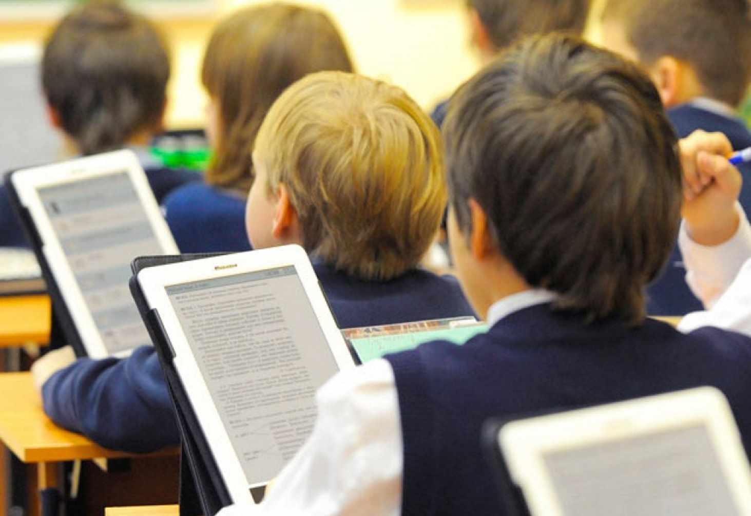 bibliotekarej-hotyat-obyazat-proveryat-pasporta-pri-vydache-knig-shkolnikam