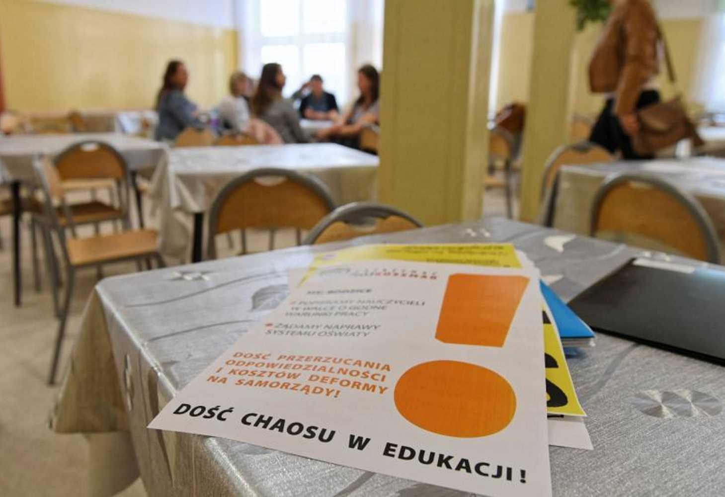 polskij-uchitel-rasskazal-o-zabastovke-vypusknyh-ekzamenah-i-podderzhke-shkolnikov