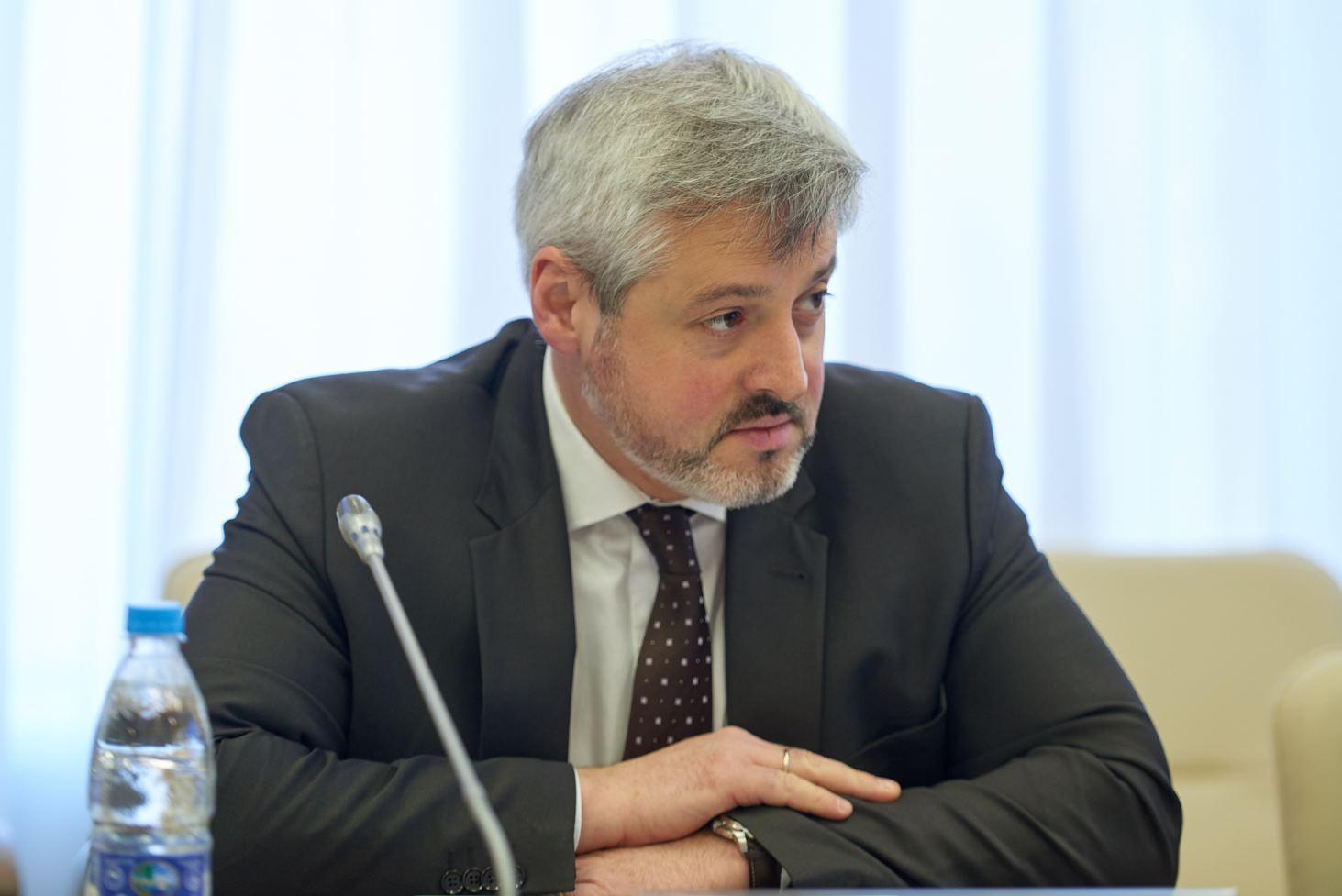 zamministra-prosveshheniya-proekty-novyh-fgos-uzhe-sobrali-tysyachi-kommentariev-ot-professionalnogo-soobshhestva