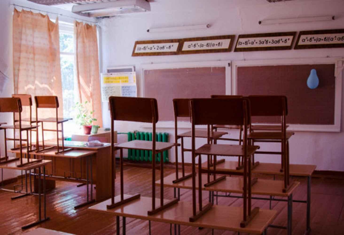 zhiteli-sela-v-altajskom-krae-boryutsya-v-sude-s-vlastyami-za-mestnuyu-shkolu