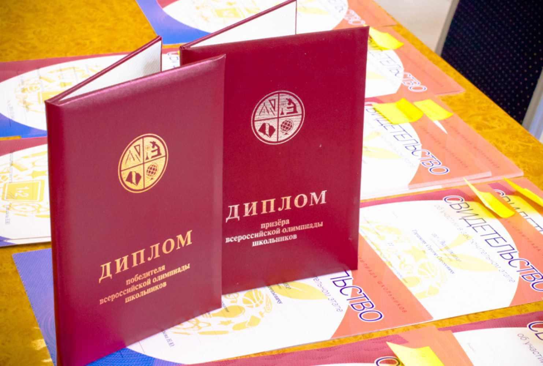 moskovskie-shkolniki-postavili-rekord-po-kolichestvu-diplomov-na-vserossijskoj-olimpiade