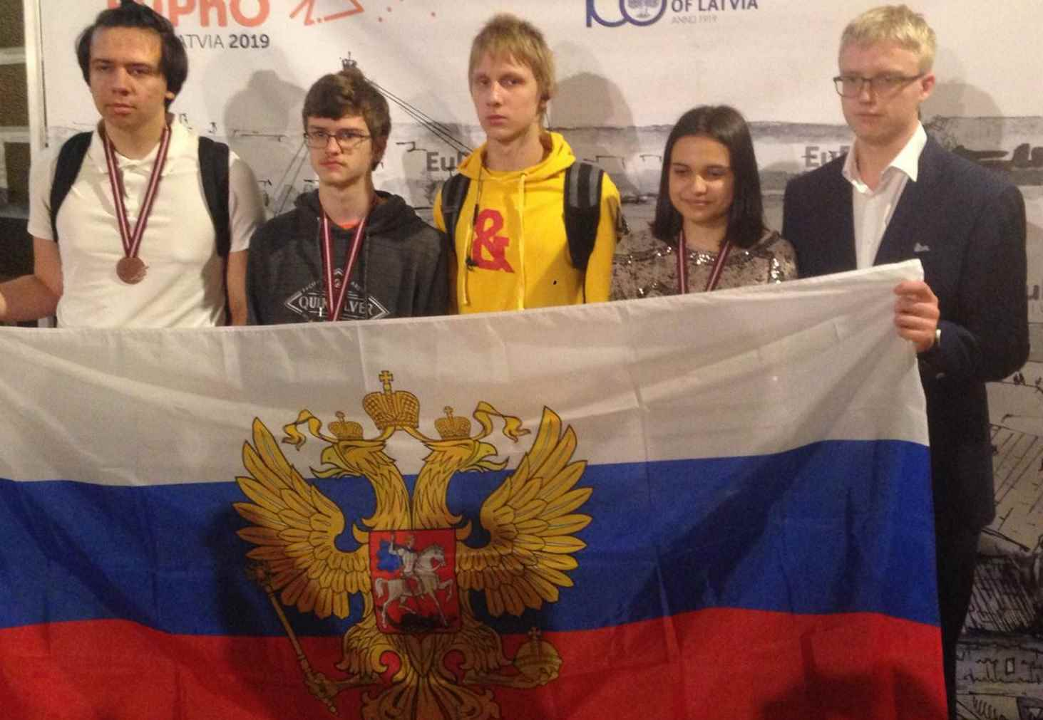 rossijskie-shkolniki-zavoevali-4-medali-na-evropejskoj-olimpiade-po-fizike