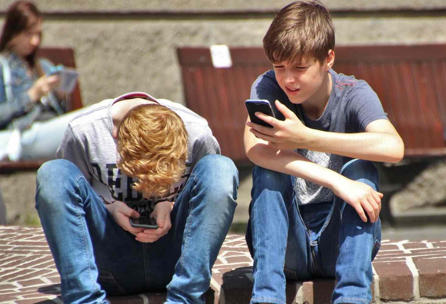 deputat-gosdumy-predlozhil-zamenit-smartfony-v-shkolah-na-shkulfony