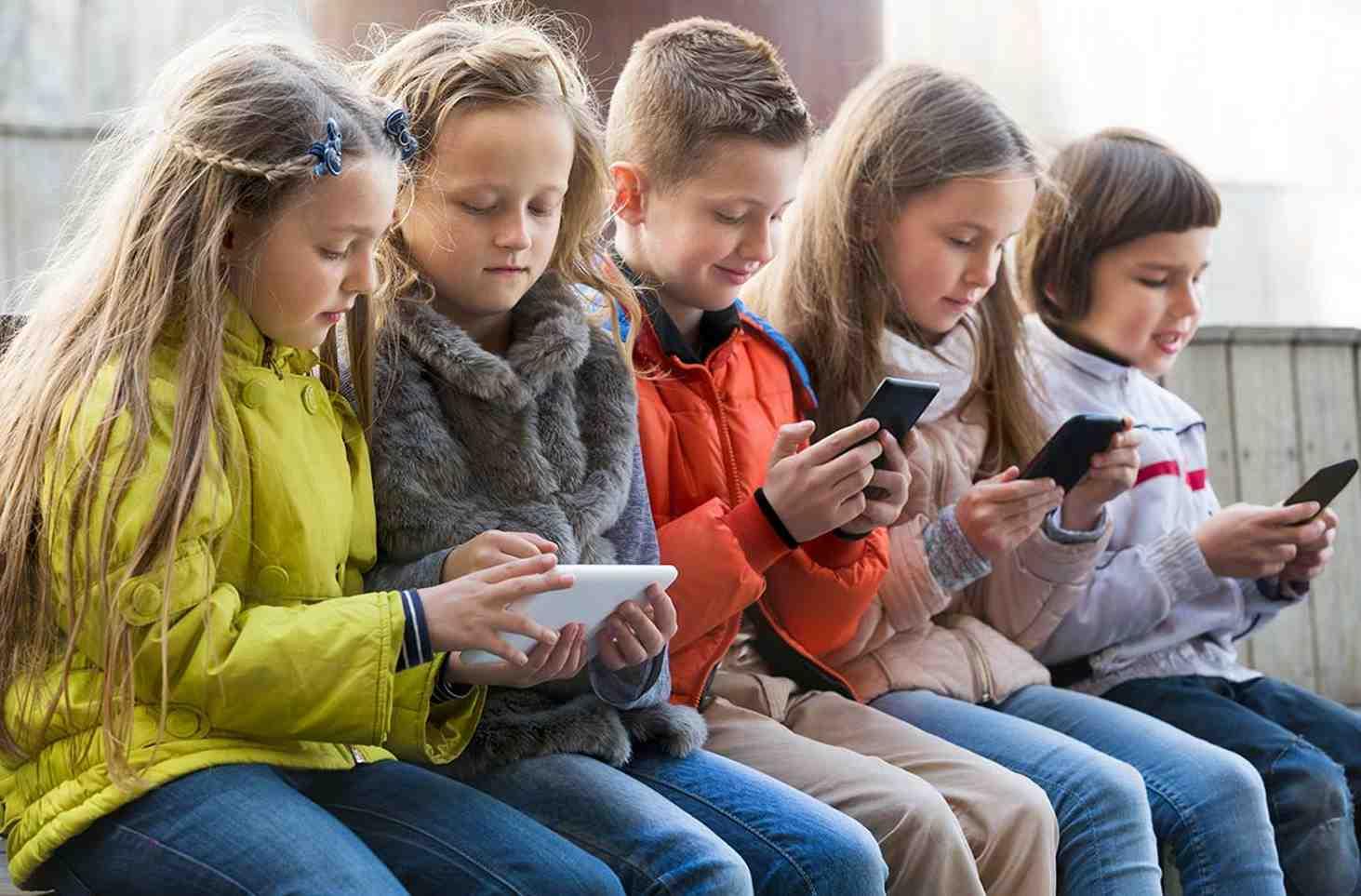v-sf-sozdadut-rabochuyu-gruppu-po-voprosam-ispolzovaniya-telefonov-v-shkolah