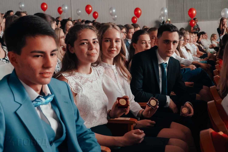 zolotym-medalistam-predlozhili-nachislyat-11-dopolnitelnyh-ballov-na-ege