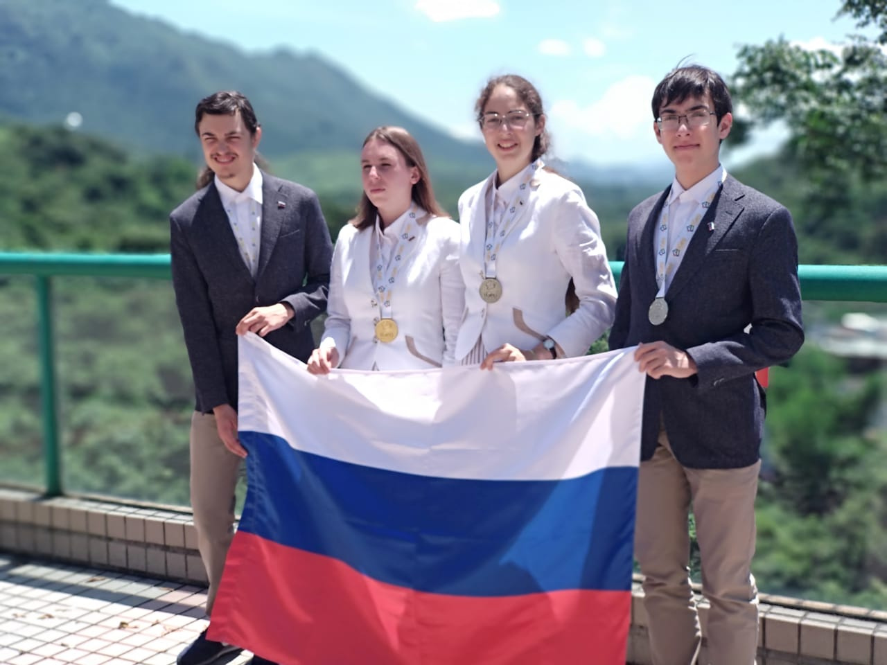https://gazeta-pedagogov.ru/tri-medali-prive…heskoj-olimpiady/