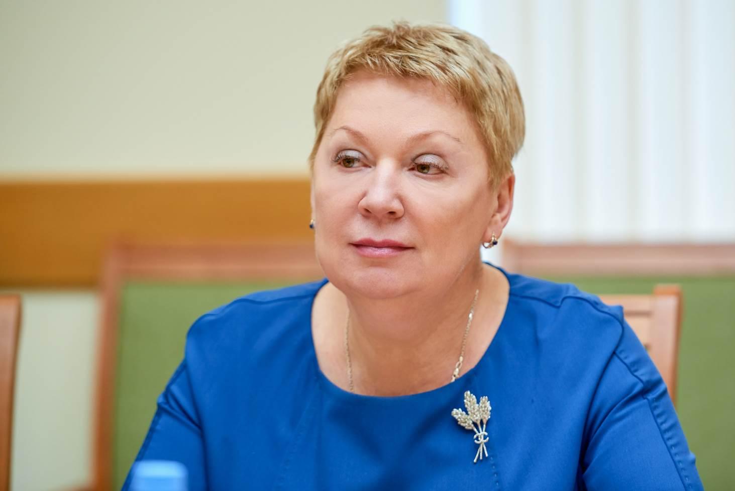 ministr-prosveshheniya-rf-olga-vasileva-pozdravila-uchitelej-i-shkolnikov-s-dnyom-znanij