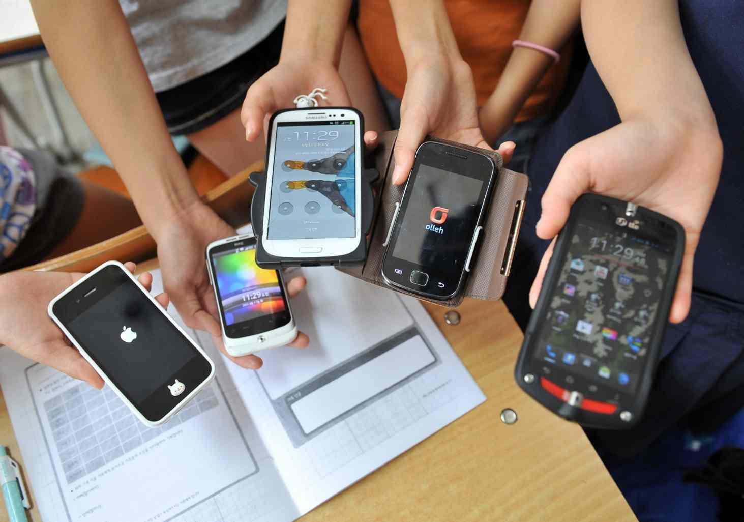 nuzhen-li-zapret-na-ispolzovanie-smartfonov-v-klasse
