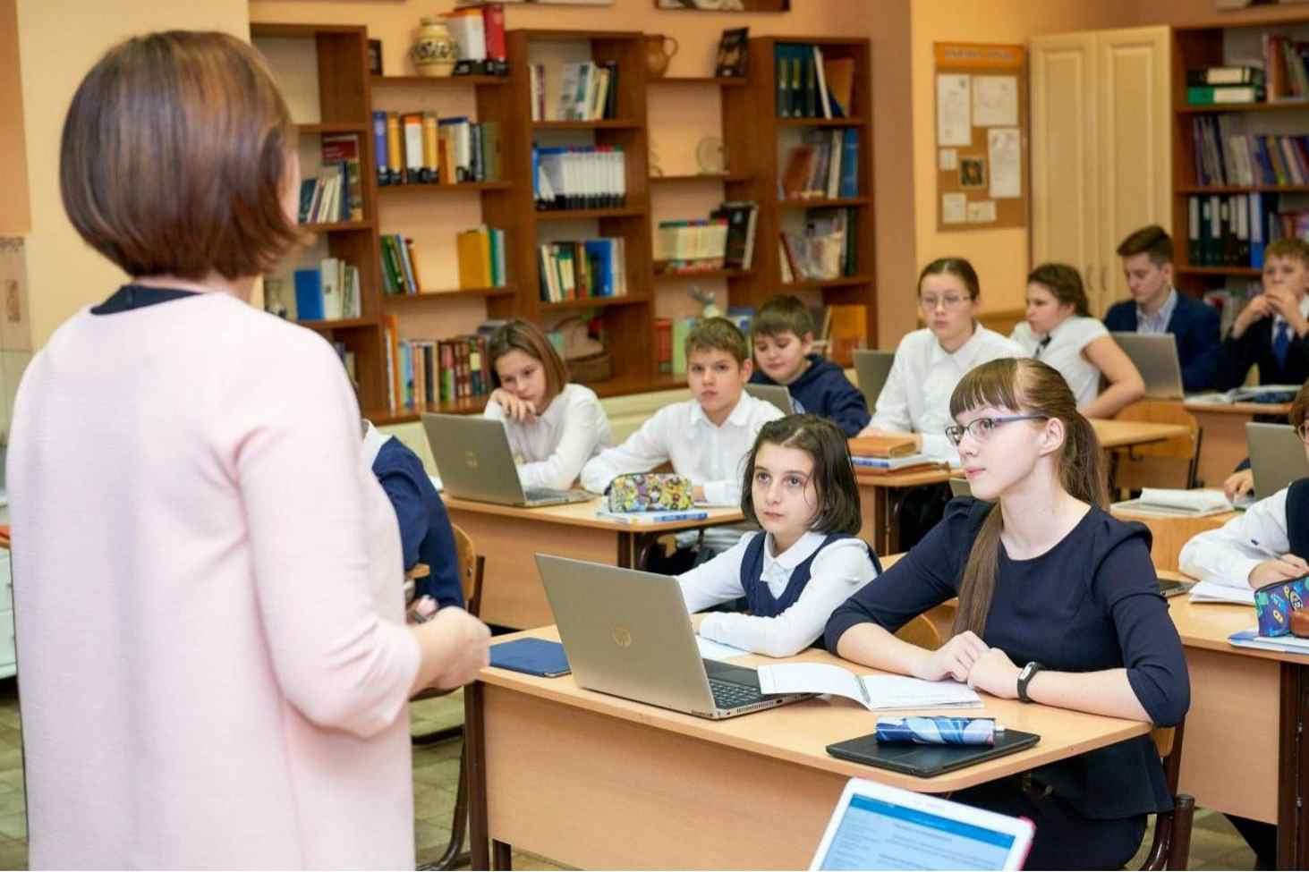 prokuratura-zapretila-zvonki-dlya-uchitelya-v-novosibirskih-shkolah