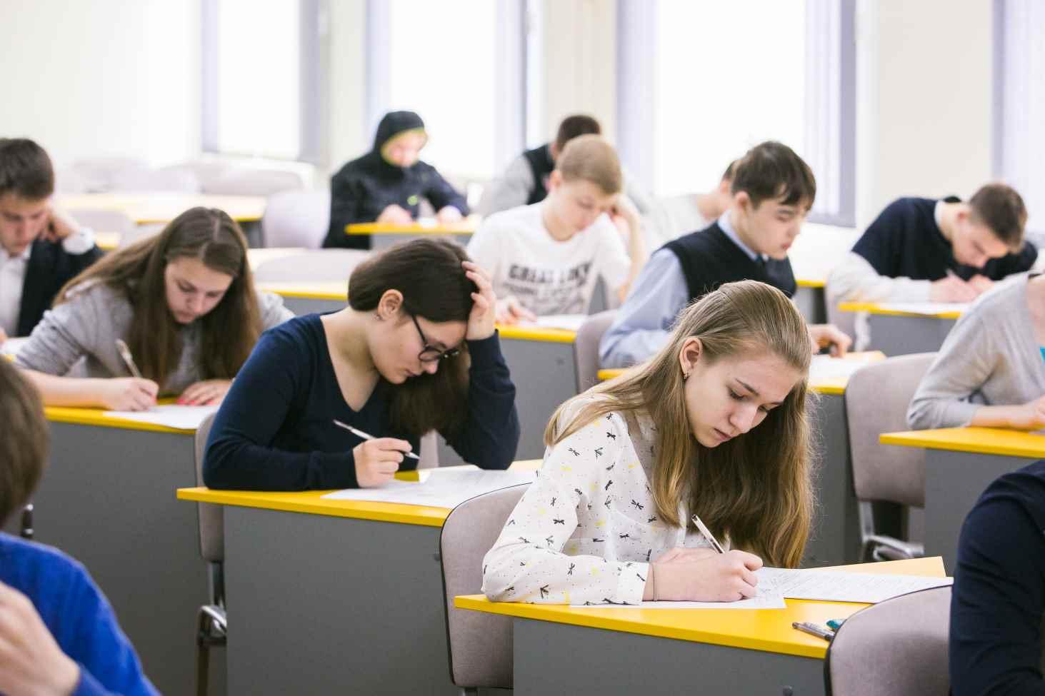 Стали известны даты итогового сочинения и собеседования по русскому языку для выпускников