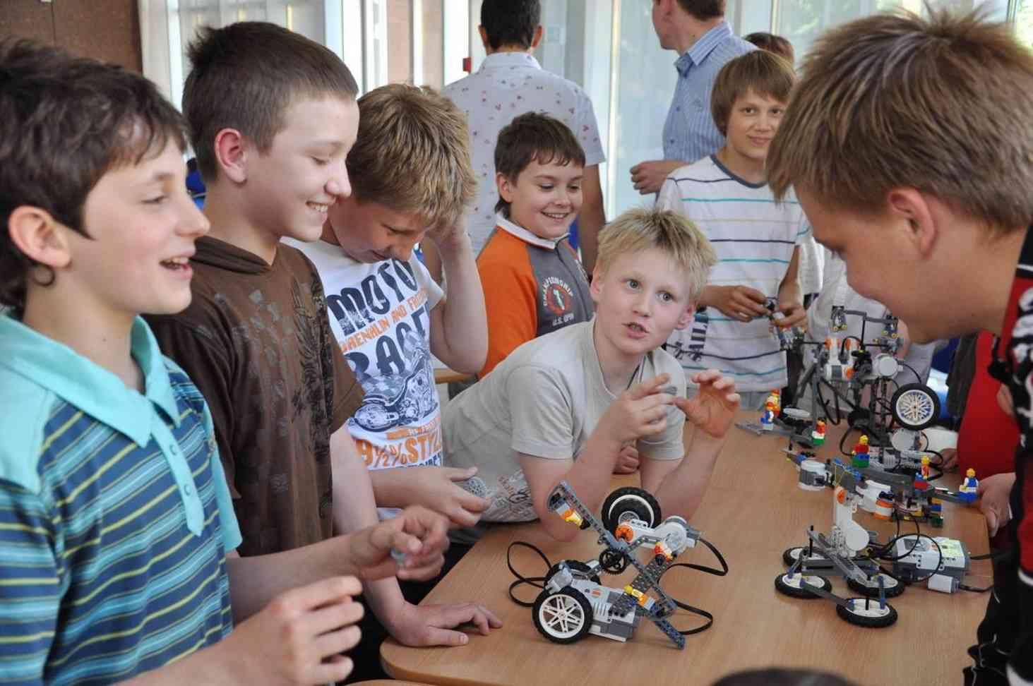v-detskih-sadah-namereny-vvesti-zanyatiya-po-robototehnike