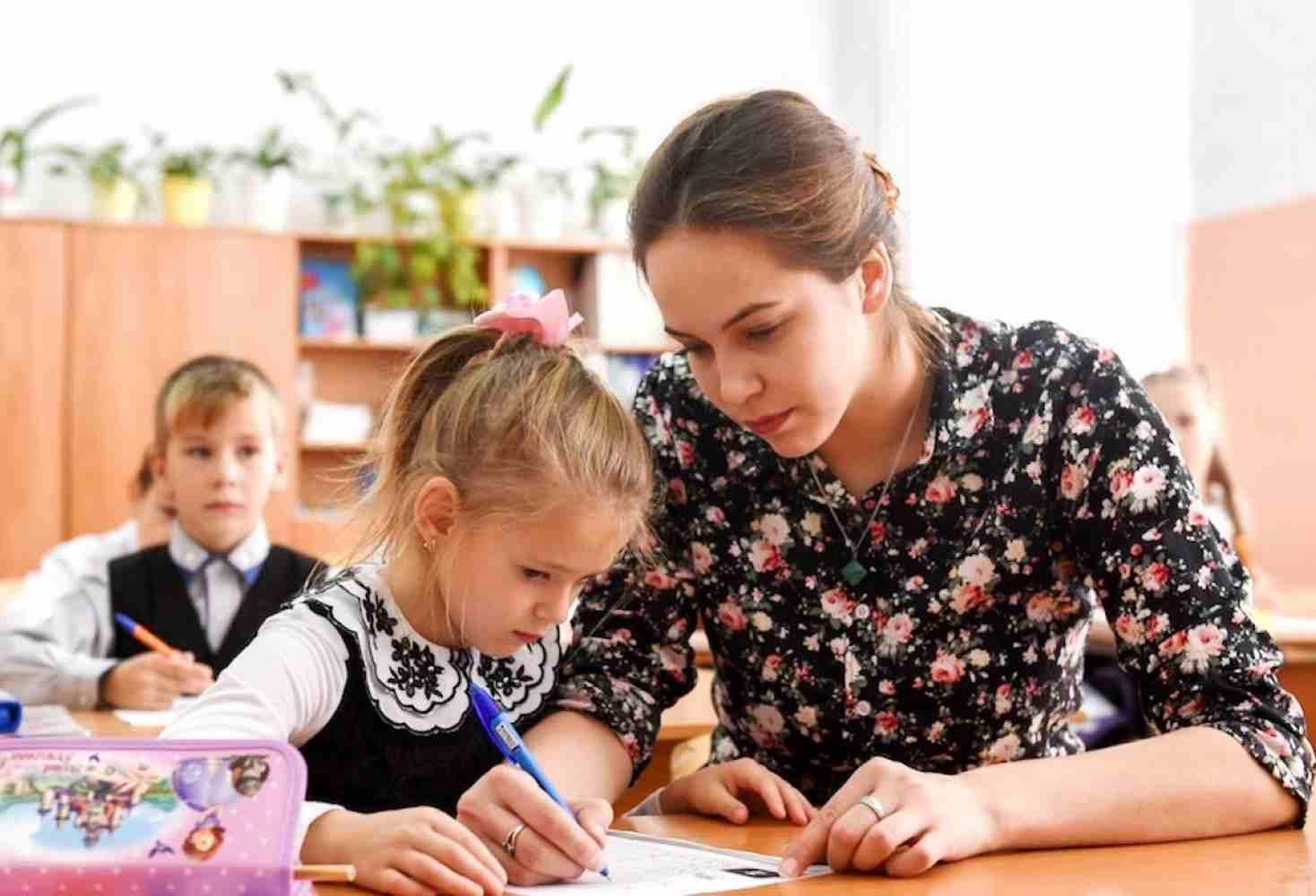 spaset-li-programma-zemskij-uchitel-shkoly-ot-defitsita-kadrov