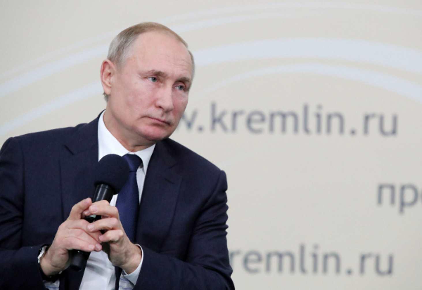 Путин: дистанционное образование не заменит личного контакта с учителем