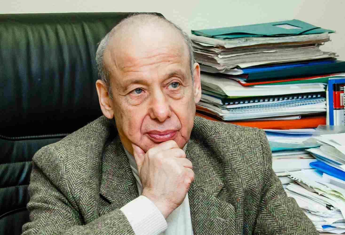 zasluzhennyj-professor-mgu-aleksandr-asmolov-postavil-vopros-o-votume-nedoveriya-ministru-prosveshheniya