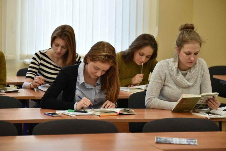 rosobrnadzor-predlozhil-platit-studentam-povyshennye-stipendii-za-uchastie-v-nablyudenii-na-ege