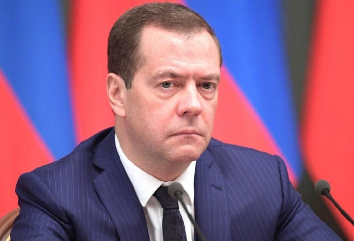 medvedev-ne-isklyuchil-chto-distantsionnoe-obuchenie-mozhet-zatyanutsya