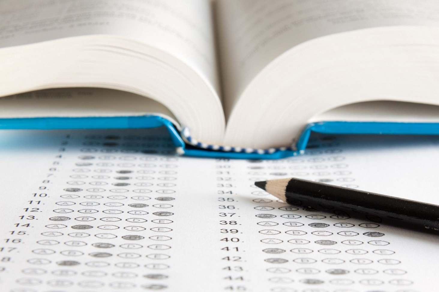 Экспертиза школьных учебных пособий станет государственной