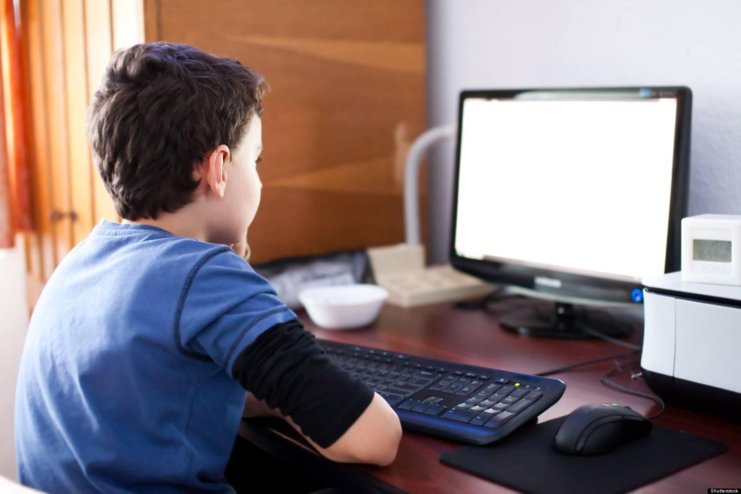 v-minprosveshheniya-ustanovyat-pravovoj-status-onlajn-obrazovaniya