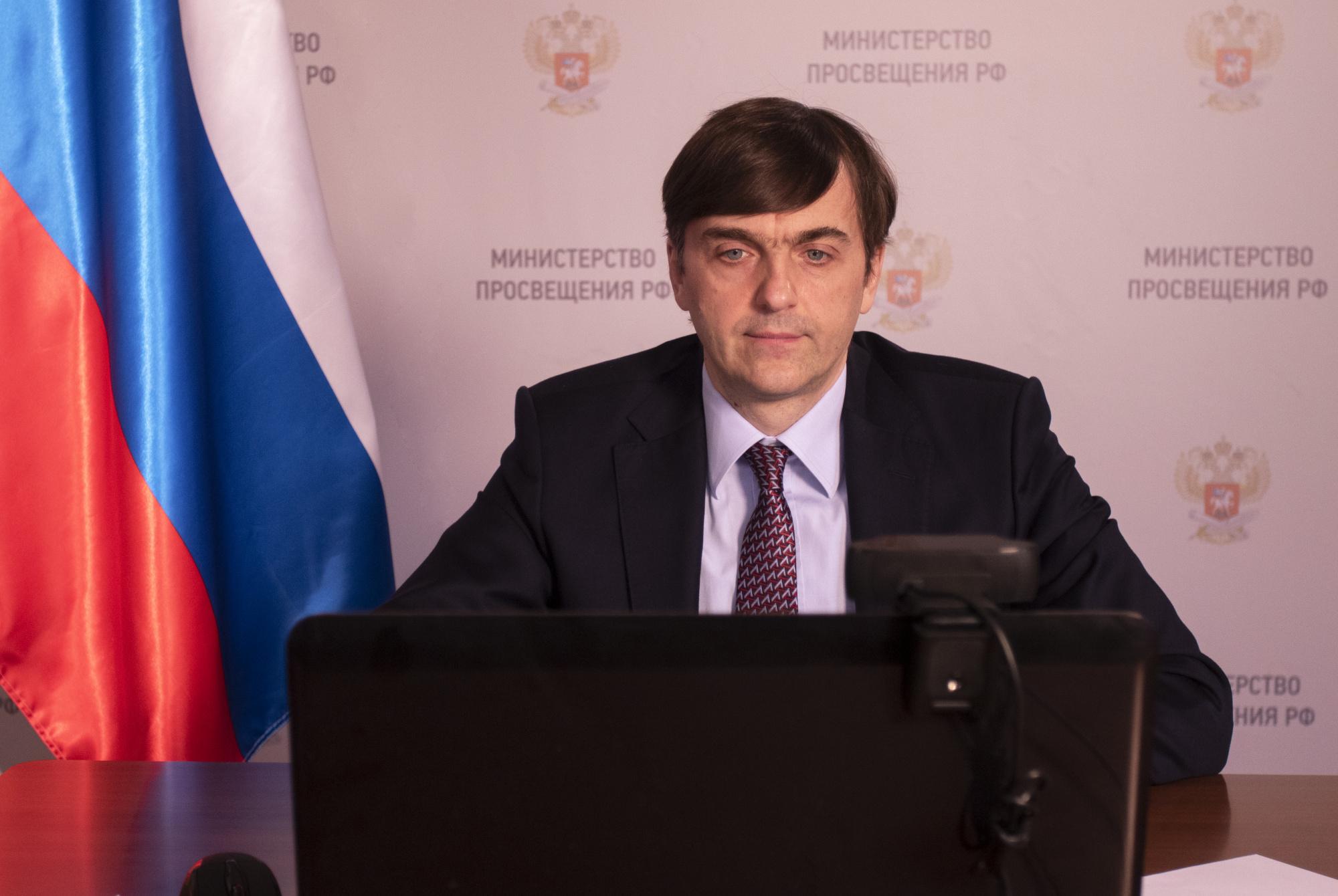 sergej-kratsov-otkryl-vserossijskuyu-aktsiyu-v-podderzhku-vypusknikov-strany-poslednij-zvonok-2020
