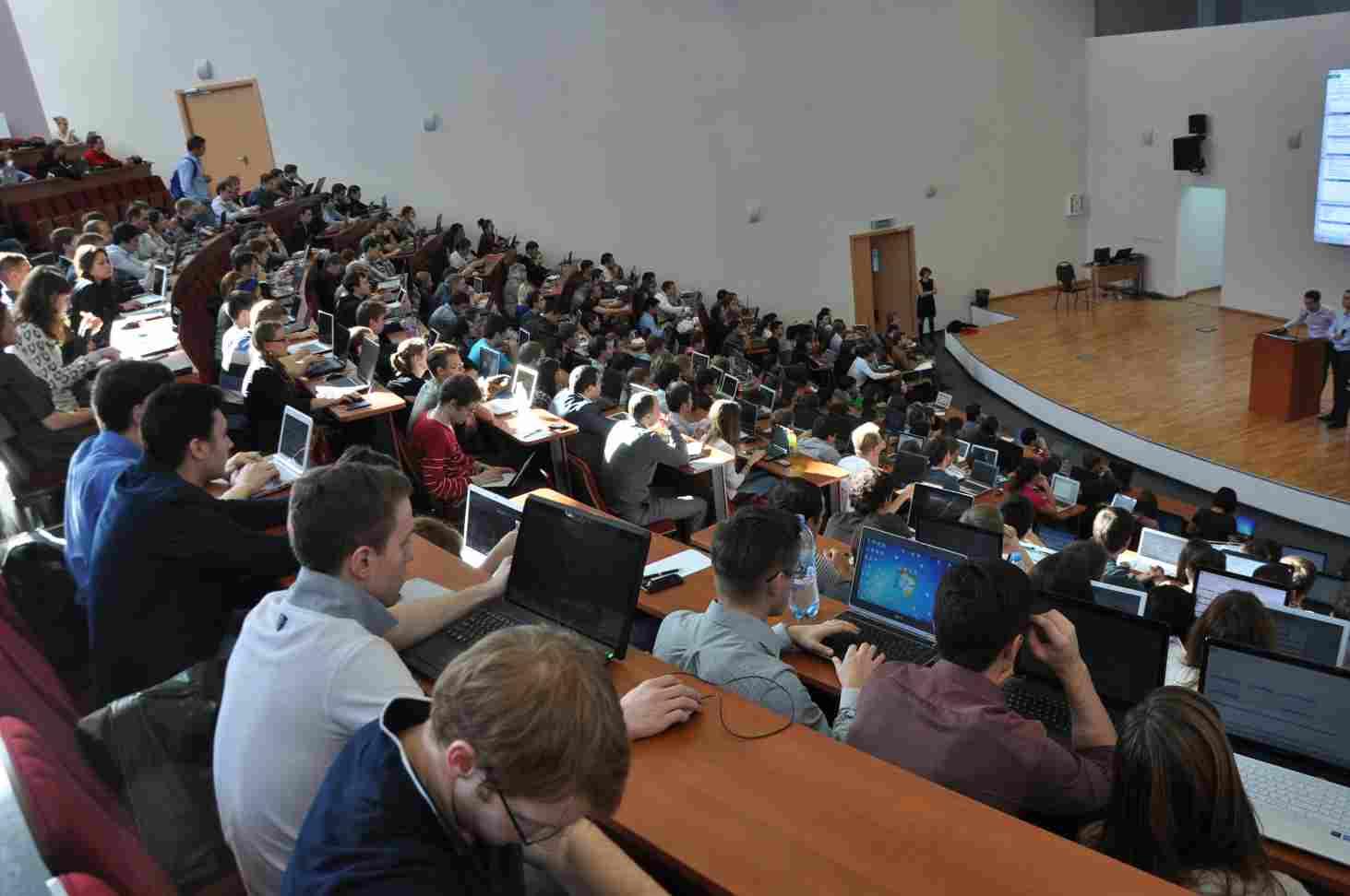 deputaty-predlozhili-pooshhryat-studentov-skidkami-na-platnoe-obuchenie