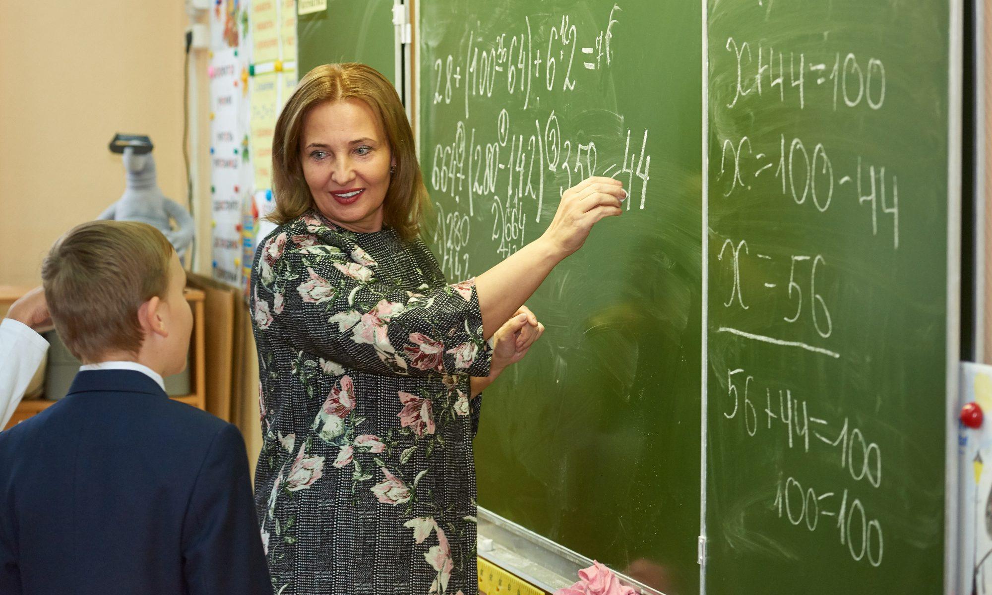 """В школах могут появиться новые категории """"учитель-методист"""" и """"учитель-наставник"""""""