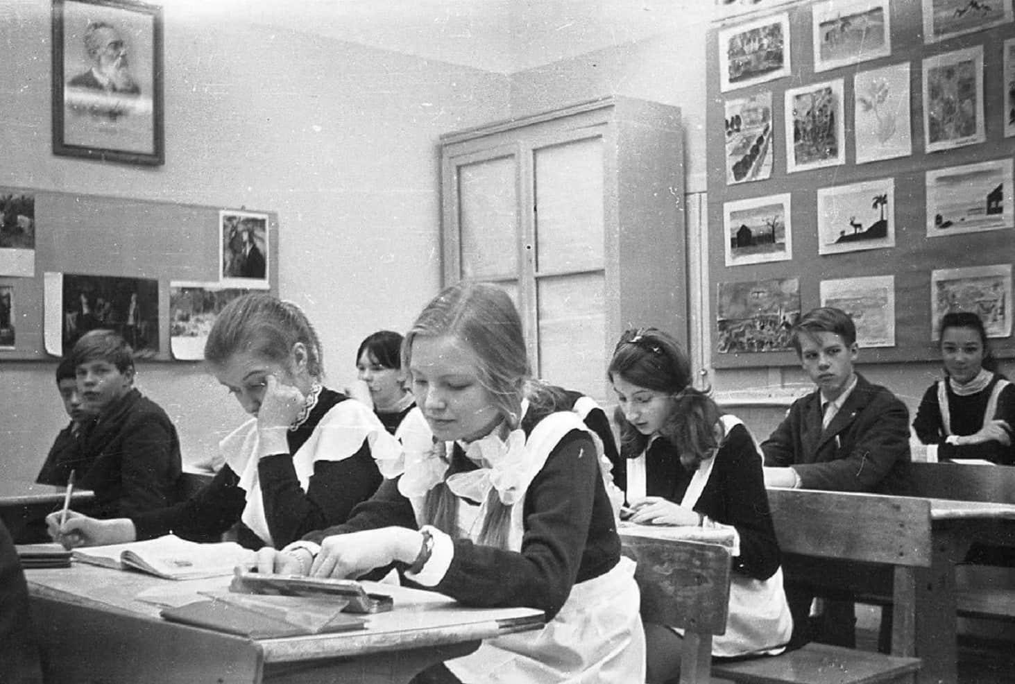 pochemu-my-tak-skuchaem-po-sovetskomu-obrazovaniyu