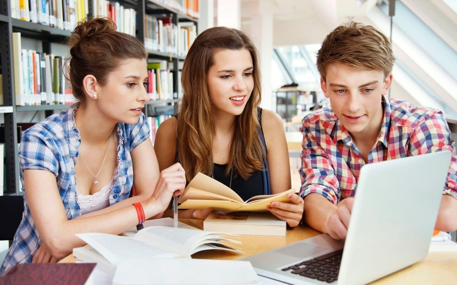 v-rossii-hotyat-razreshit-prepodavat-studentam-vypusknyh-kursov-pedkolledzhej