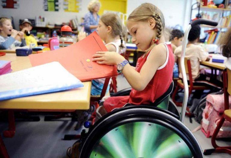 pochti-tret-rossijskih-shkol-dostupna-dlya-detej-invalidov